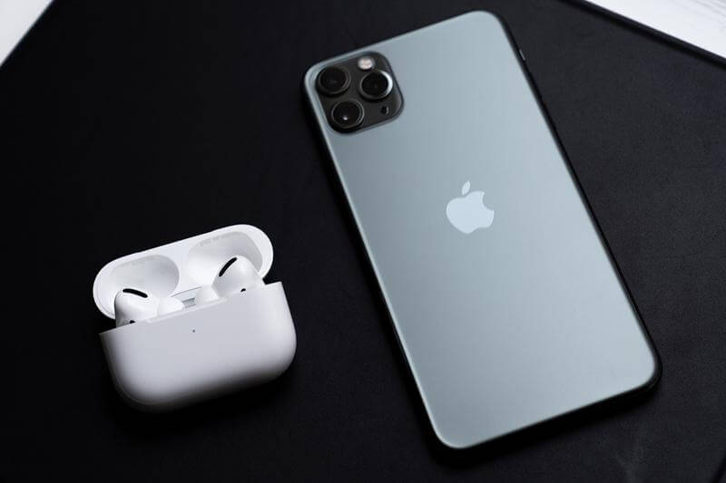 iphone 11 pro with air pods pro